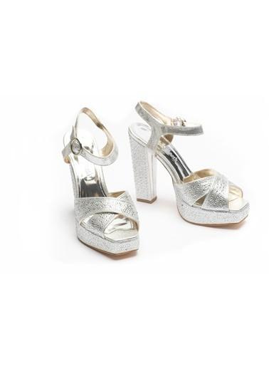La scada Dolgu Topuklu Ayakkabı Gümüş